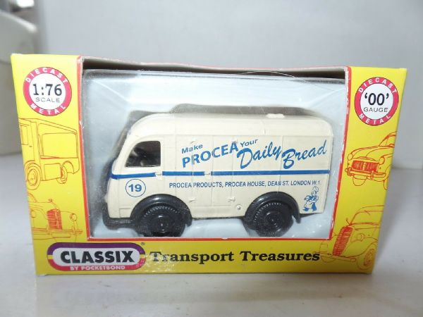 Classix EM76694 1/76 OO Scale Austin K8 3 Three Way Van Procea Bread London